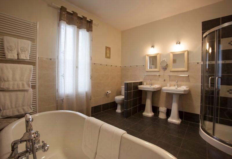 Salle de Bain Suite De Luxe, La Villa de Mazamet, Chambre et Table D'hote De Luxe, Mazamet Tarn