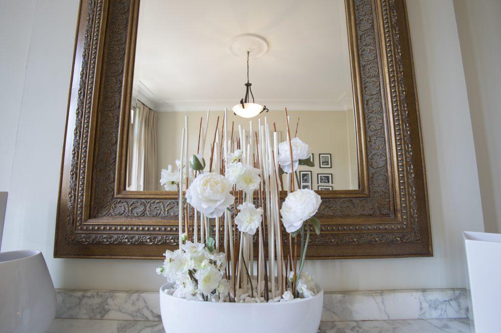 Fireplace Flowers Chambres d'Hôtes Mazamet La Villa de Mazamet Luxury Bed and Breakfast SW France