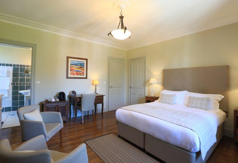 Classic Bedroom Bed Chambres d'Hôtes Mazamet La Villa de Mazamet Luxury Bed and Breakfast SW France