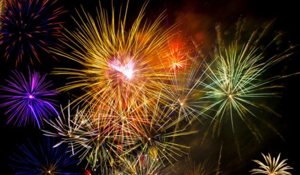 Lac de Montagne Fireworks