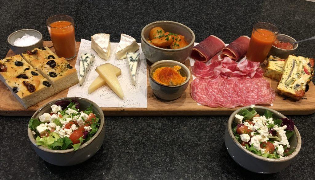 la villa sharing platters