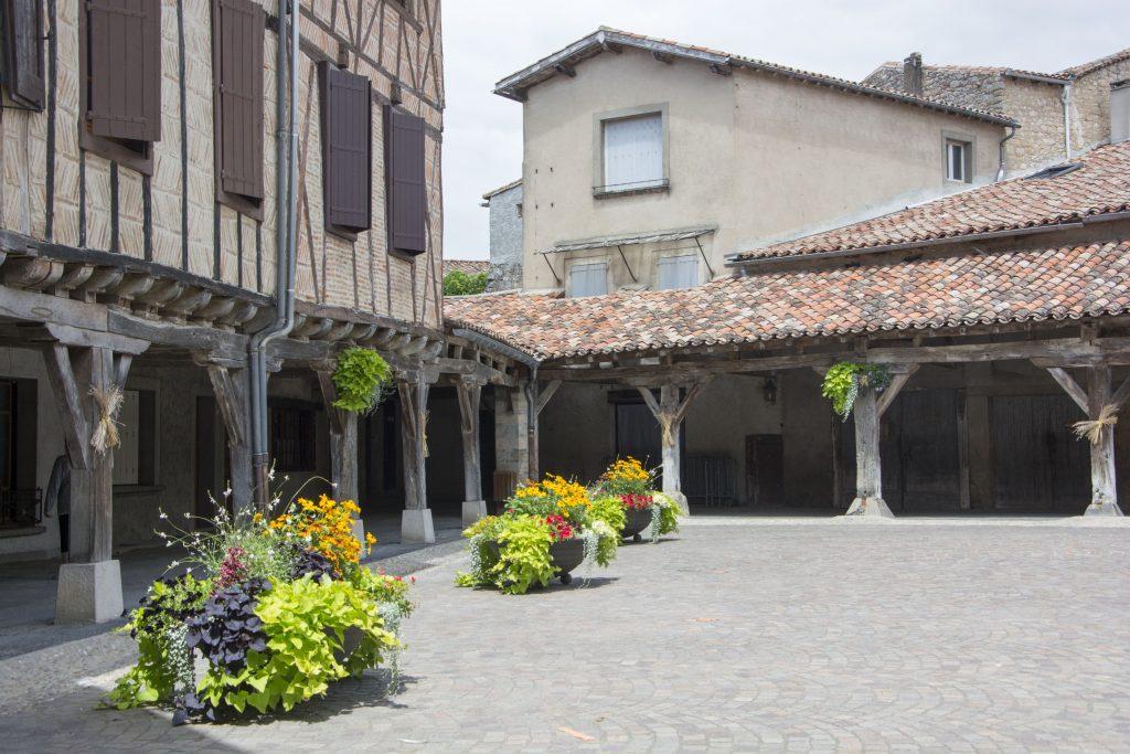 Que faire à Mazamet - les hales du village médiéval de Lautrec